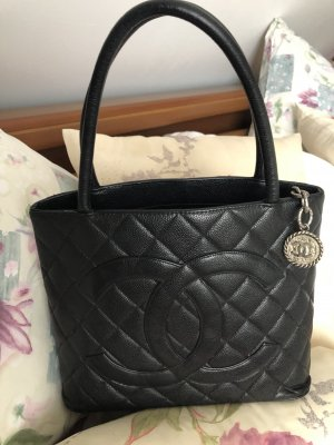 Chanel Bolso barrel negro Cuero