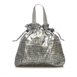Chanel Bolso de compra color plata Nailon