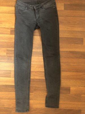 Cheap Monday Dopasowane jeansy szary-antracyt