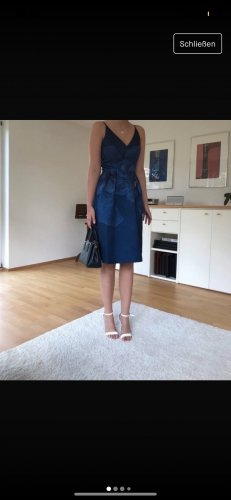 Chi Chi London Sukienka koktajlowa niebieski-biały