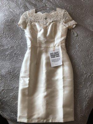 CHI CHI London Kleid Creme weiß mit Spitze