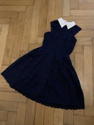 Chi Chi London Kleid in dunkelblau