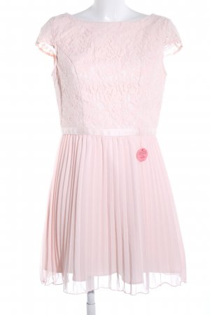 Chi Chi London Spitzenkleid pink Casual-Look