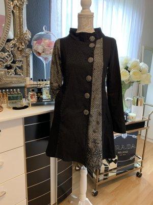 Chic, Elegant und Extravaganter Mantel