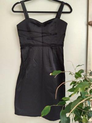 Chices schwarzes Kleid