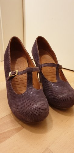 Chie Mihara Strapped pumps lilac