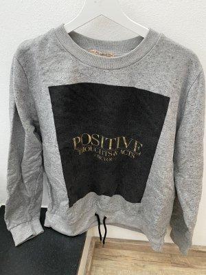 Chilliger Pullover in grau mit Aufschrift