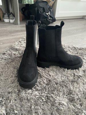 Chucky Boots