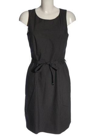 Cinque Vestido a media pierna negro-blanco estampado a rayas look casual