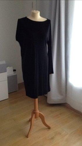 CK das kleine schwarze Kleid mit asymmetrischem Arm