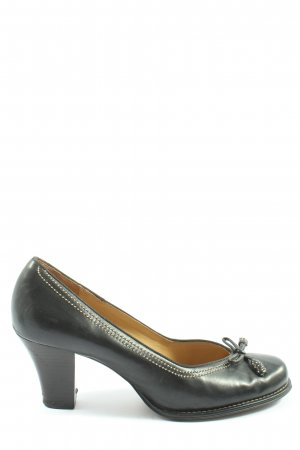 Clarks Classic Court Shoe black casual look