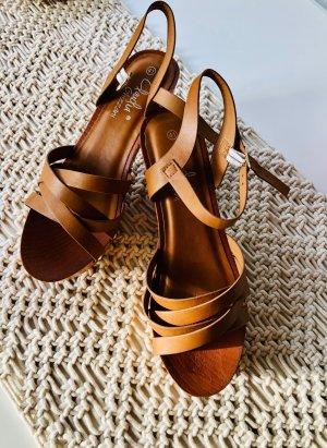 Claudia Ghizzani Platform High-Heeled Sandal cognac-coloured