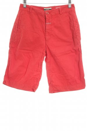 Closed Bermuda rojo look casual
