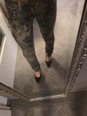 Closed Blogger Camouflage Röhrenjeans Größe 27