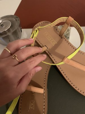 Closed Strapped Sandals neon yellow-beige