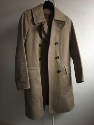 Closed trenchcoat