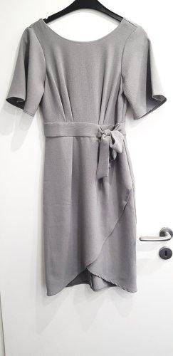 Closet London - Kleid mit Kimono-Ärmeln und Schnürband vorne