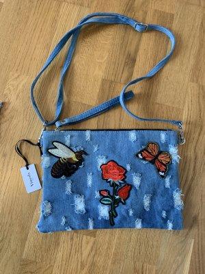 Clutch aus Jeansstoff mit Biene und Blumenstickerei