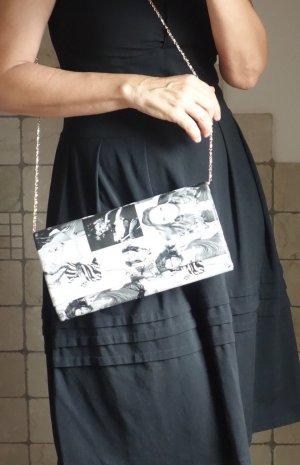Clutche Fotaufdrucke, schwarz/weiß/grau, edles Täschchen, elegant, außergewöhnlich, Kunstleder, Party, Kette, zum Schrägtragen, 27 x 16 x 6 cm, neuwertig