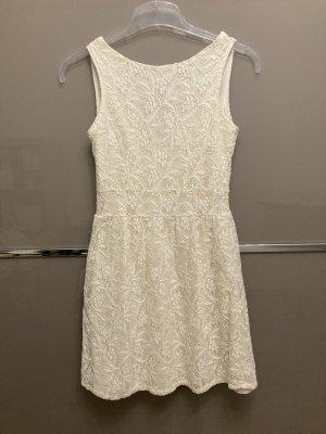 3 Suisses Sukienka koktajlowa w kolorze białej wełny
