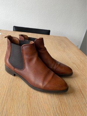 Cognacfarbene Chelsea Boots von Fantasy
