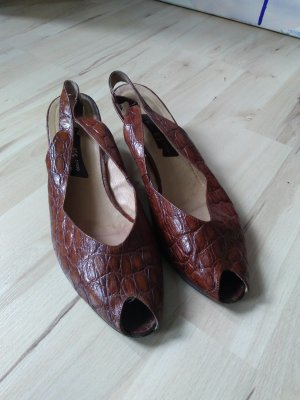 Strapped pumps brown-cognac-coloured leather