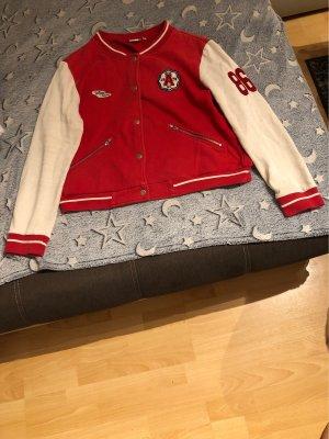 Outfit Fashion Blouson universitaire rouge-blanc