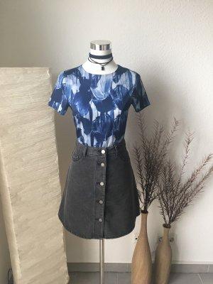 colles Shirt aus glänzendem Stoff painted Look mit Reißverschluss