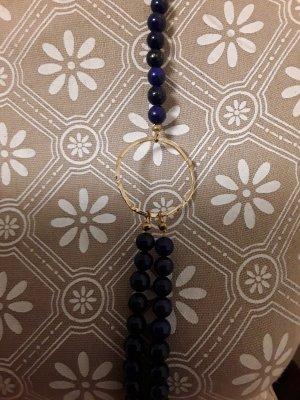 Collier aus Lapis lazuli.