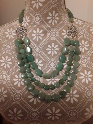 Collier de perles vert pâle
