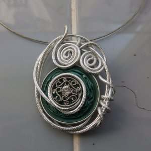 Collar estilo collier verde oscuro-color plata metal