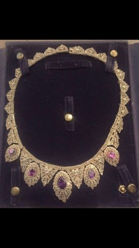 Collier mit violetten Steinen appliziert aus 925 Silber