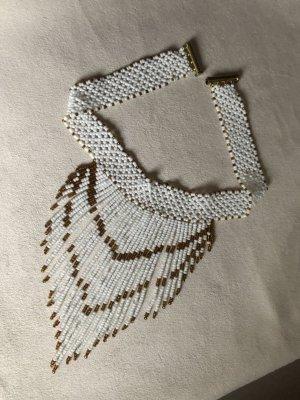 Colliers ras du cou blanc-doré