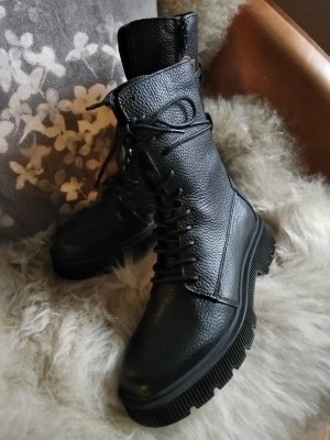 5 th Avenue Lace-up Booties black leather