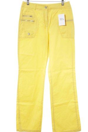 Comma Cargohose dunkelgelb Street-Fashion-Look