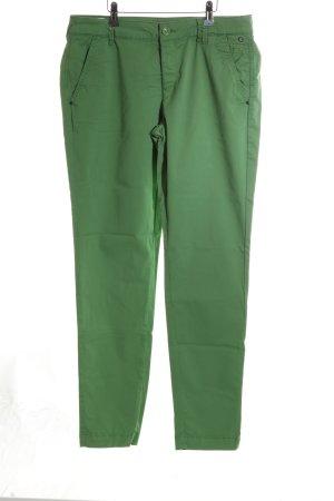 Comma Chino verde look casual