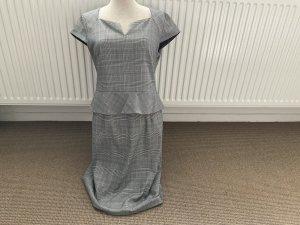 Comma Kleid mit Schösschen