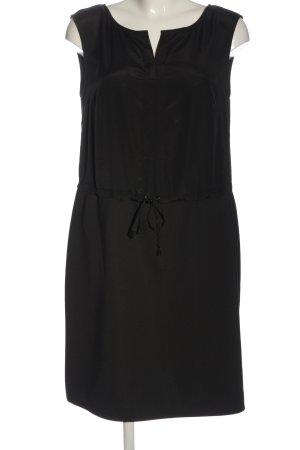 Comma Mini vestido negro look casual