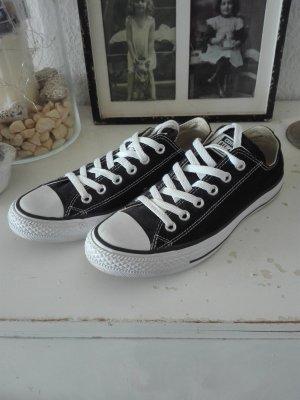 Converse Lace-Up Sneaker white-black