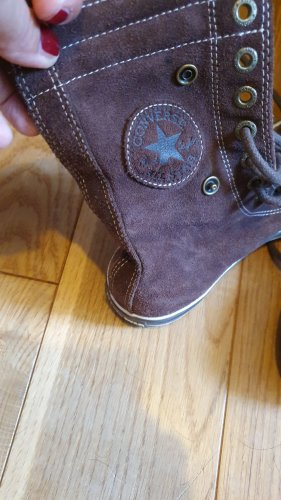 Converse Lace-Up Sneaker brown