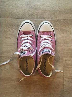 Converse Lace-Up Sneaker pink
