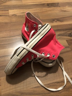 Converse Lace-Up Sneaker magenta