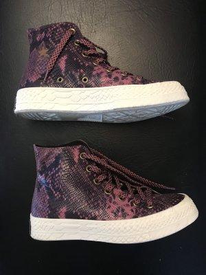 Converse Lace-Up Sneaker blue violet