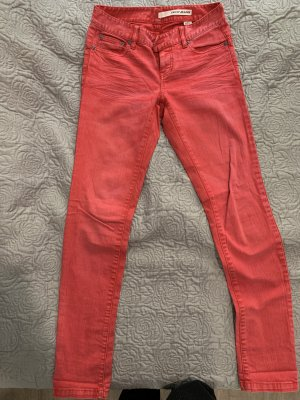 Cool aussehende DKNY Jeans in einem sehr guten Zustand
