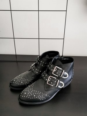 Coole Ankle Boots mit Nieten