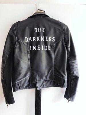 Coole Biker Jacke mit Aufschrift am Rücken