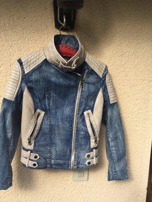 Coole Biker Jeans Kombination