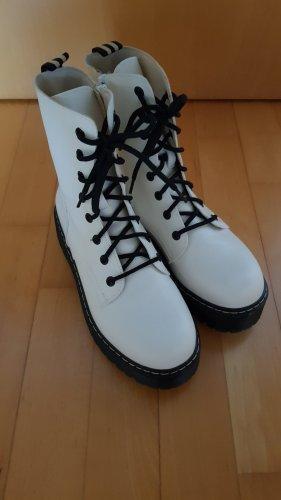 Desert Boots white