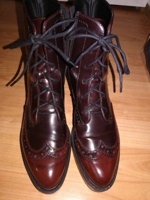 Coole Boots in klassischem Bordeauxrot