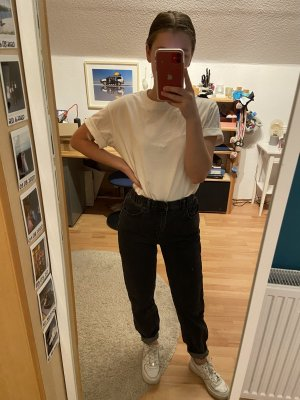 Coole dunkelgraue Mom Jeans